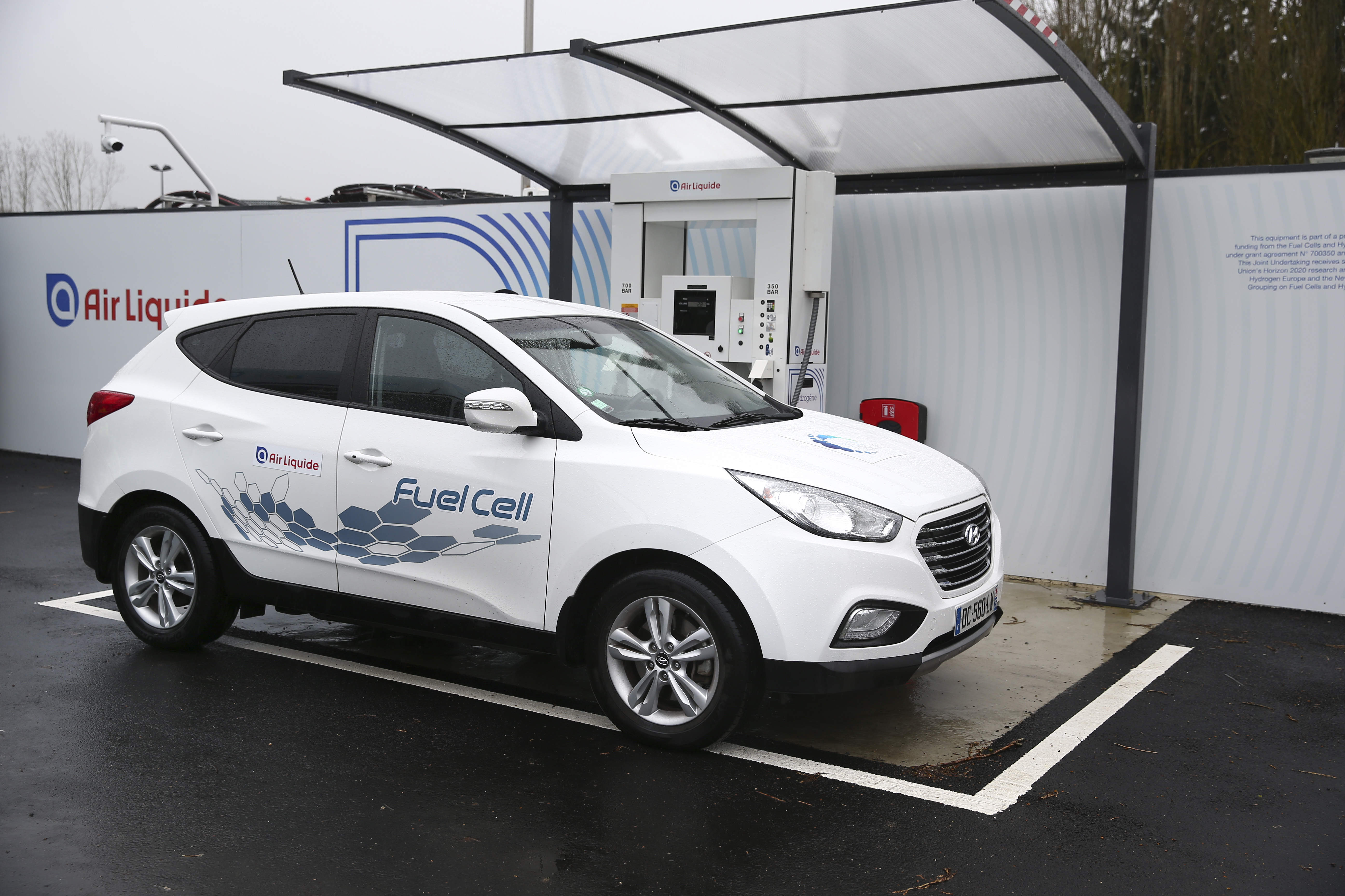 Hydrogen-fuelled-car-Air-Liquide