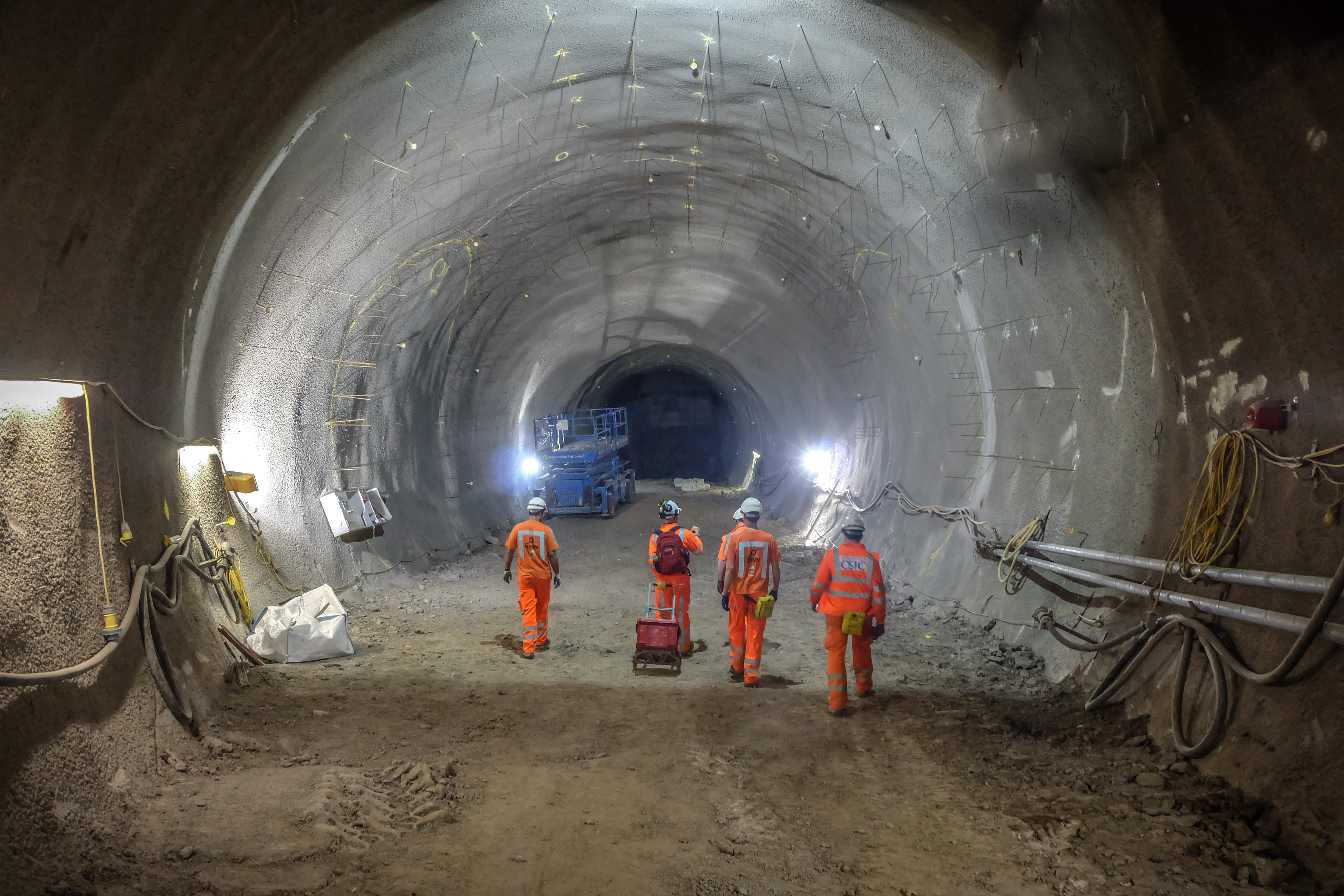 Crossrail, delayed construction projects in the UK
