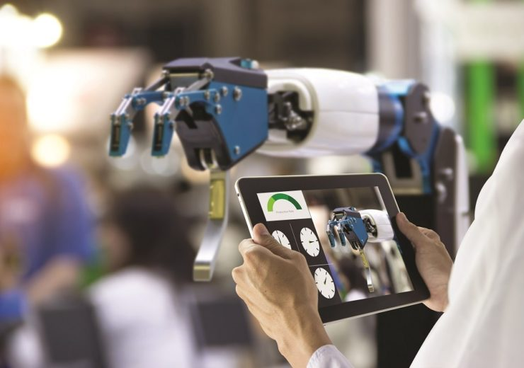 How Fujitsu and Deere & Company are leading the way with digital transformation in manufacturing
