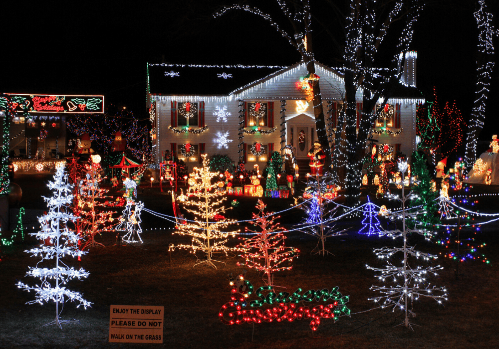 The costs and energy consumption of putting up Christmas lights