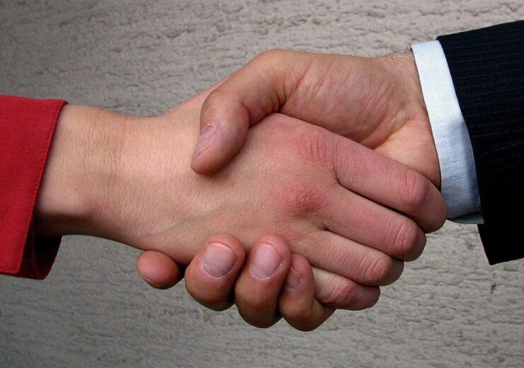shaking-hands-1240911-640x480