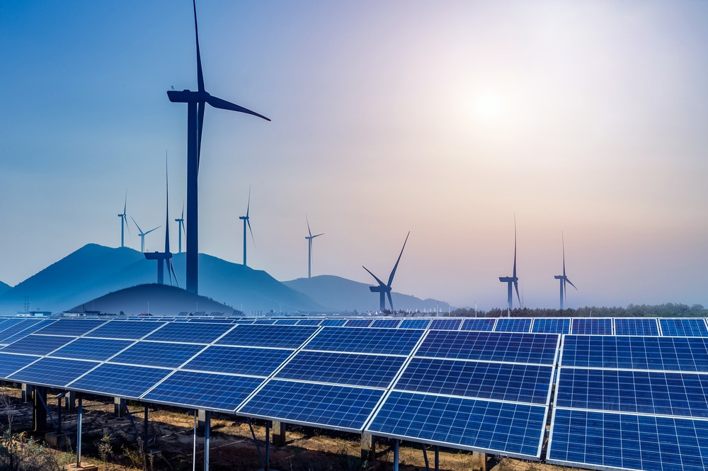 How much investment is needed to hit India's 2030 renewable energy target?