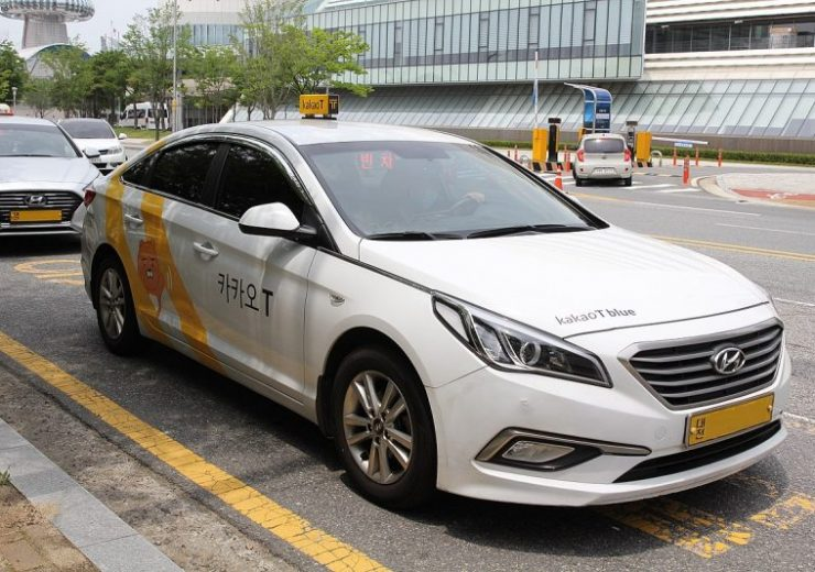 1200px-Kakao_Taxi_in_Daejeon_with_license_plates_removed